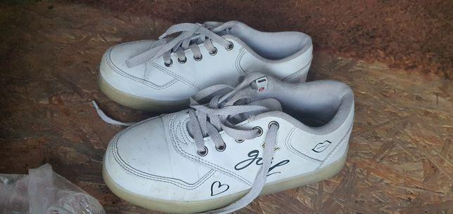 Buty rozmiar 35  świecąca podeszwa