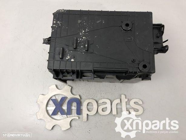 Caixa da bateria Usado CITROЁN C4 CACTUS 1.2 THP 110 | 09.14 - REF. 9801801880