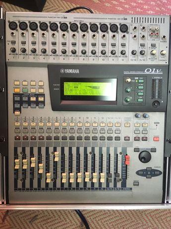 Mixer Yamaha O1V