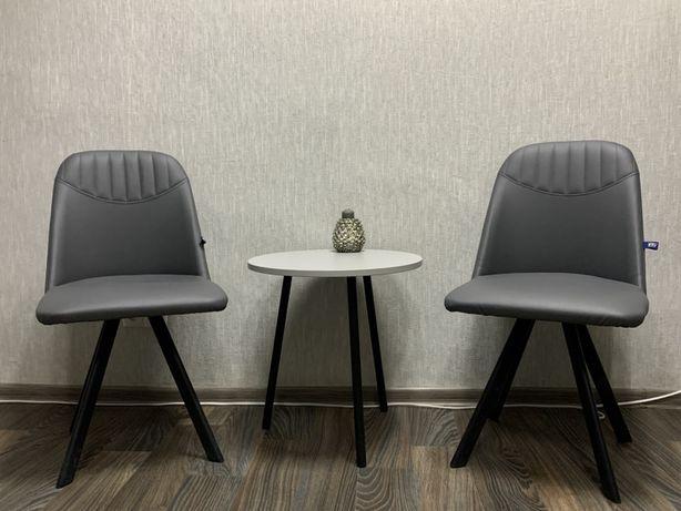 Кожаная мебель (кресла для офиса или кухни) Milana 4l и кофейный стол