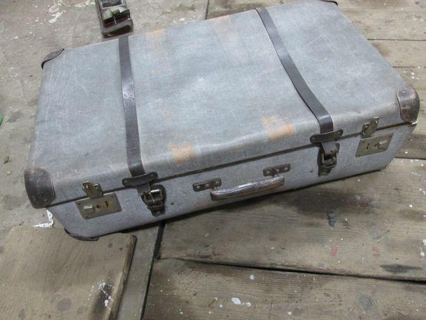 stara walizka podrużna kufer ładny środek