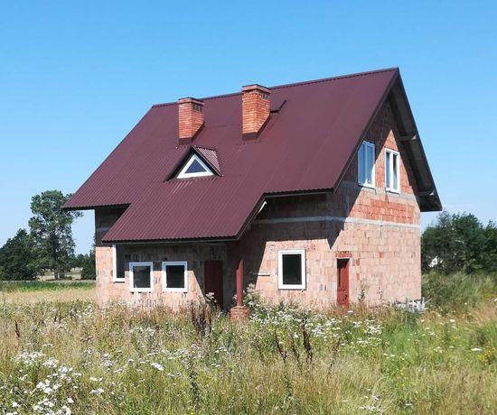Dom wolnostojący w stanie surowym zamkniętym.
