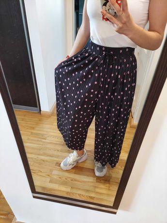 Zwiewne spodnie z wysokim stanem