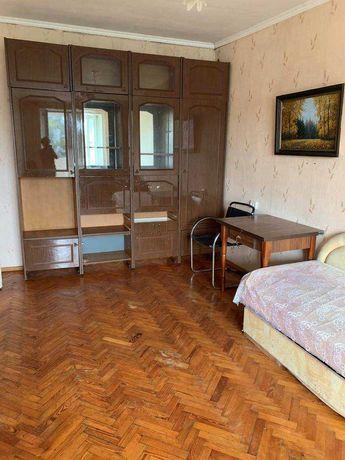 Продам 1 комнатную квартиру возле парка Горького на Космонавтов