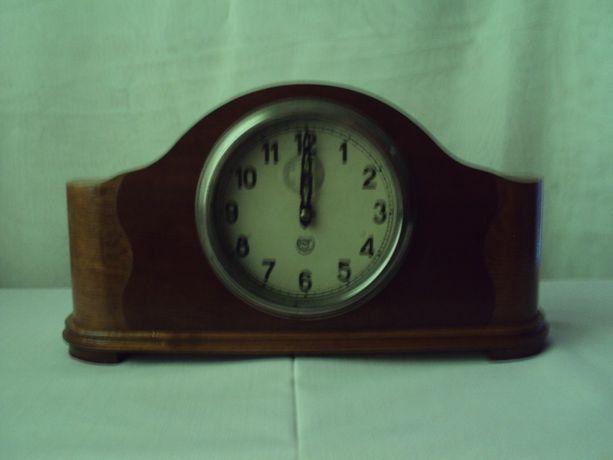 Часы настольные, каминные, старинные, деревянные винтаж