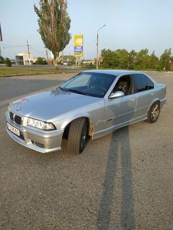 BMW E36 325i,на автомате,седан