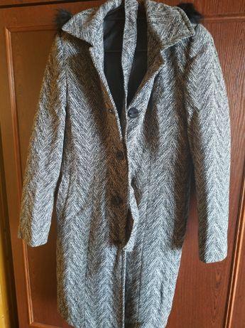 Płaszcz zimowy - przed kolano
