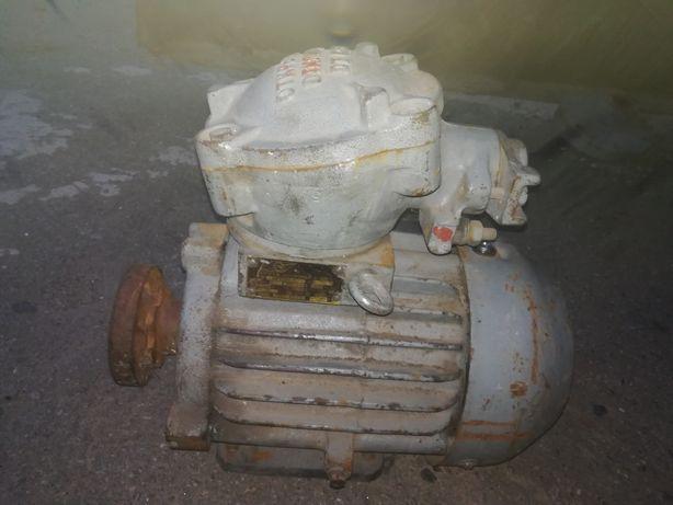 Електродвигун 3 кВт 3000 об АИММ90L2 шахтный электродвигатель 380/660В