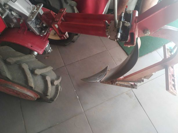 Motocultivador  com Grade e Arrancador de batatas