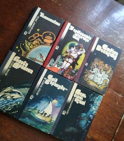"""Книжки серія """"Пригоди. Фантастика"""""""