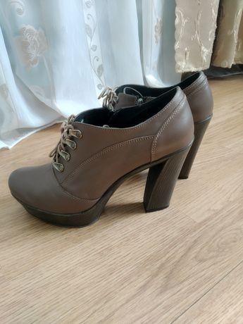 Шкіряні туфлі в хорошому стані