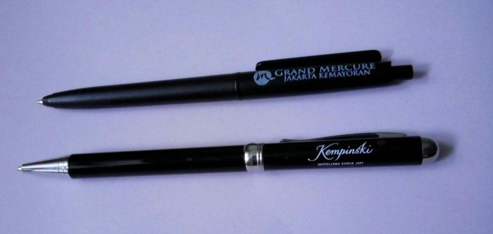 Шариковые ручки с логотипами отелей.