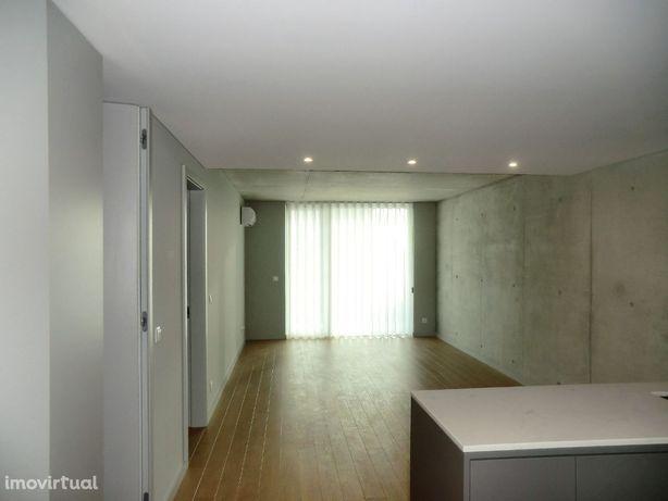 Apartamento T1, Varanda e Lugar de Estacionamento, Forca, Aveiro