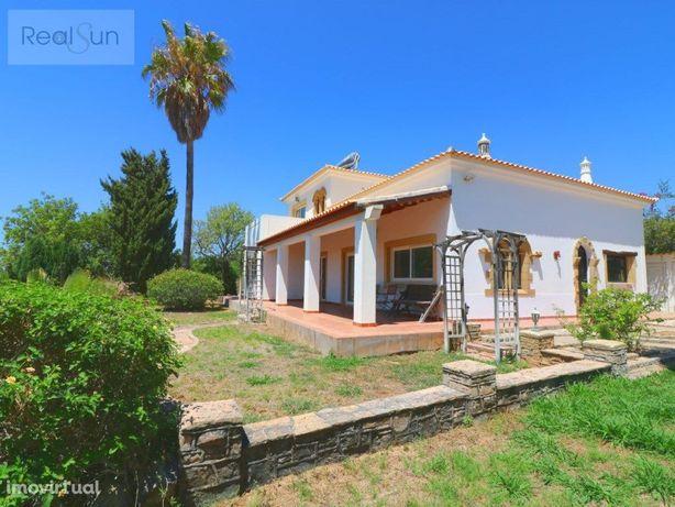 Excelente moradia com vista mar localizada perto de Almancil