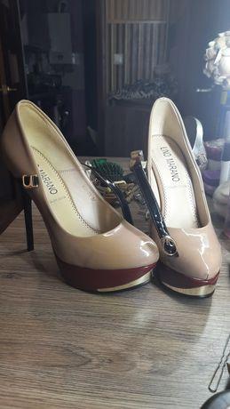 Туфли модельные,  цвет бежевый, высокий каблук, 37 размер.