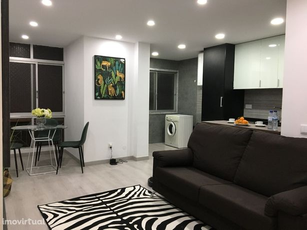 Apartamento T1 p/ arrendar remodelado e mobilado (Queluz)