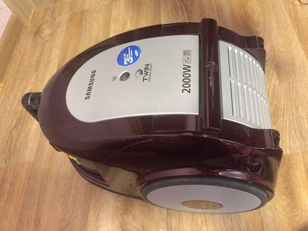 Продаётся пылесос Samsung SC6590 2000 Вт циклон (коричневый)