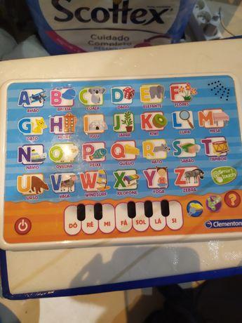 Tablet criança iniciação palavras