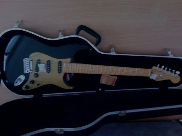 Guitarra Fender DELUXE SERIES- USA original - nova.