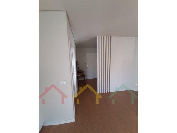 T4 remodelado para arrendamento em Faria Guimarães