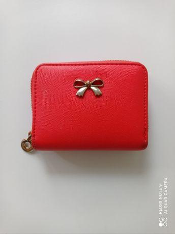 Czerwony portfel, czerwona portmonetka.