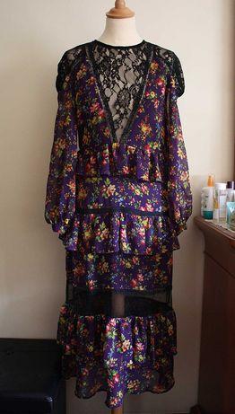 Vestido Comprido Padrão Floral com Transparências
