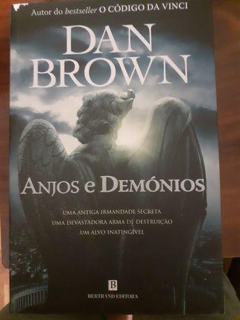 Vendo livro Anjos e Demonios