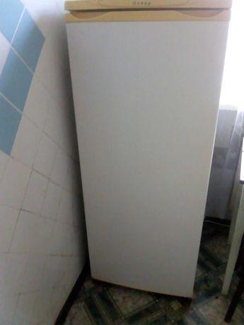 Холодильник б/у рабочий+ кухонный стол в подарок