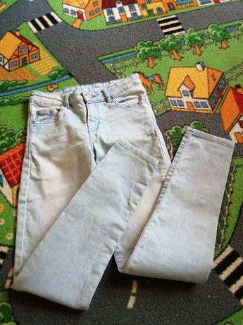 Jasne spodnie slim fit 134/140 nie Hm
