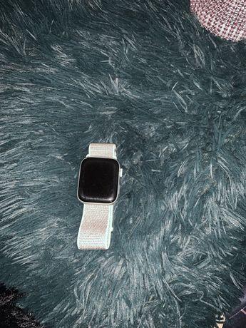 Apple Watch 4 44mm SREBRNY