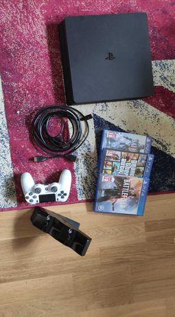 Konsola PS4 1TB + gry + stacja do ładowania