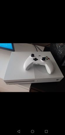 Xbox One S 1 TB pad +Fifa 22 i Forza 3