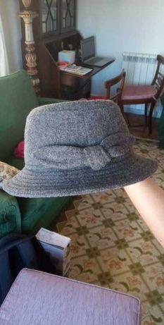 Dois Chapéus de Senhora das Chapelarias Azevedo Rua LDA