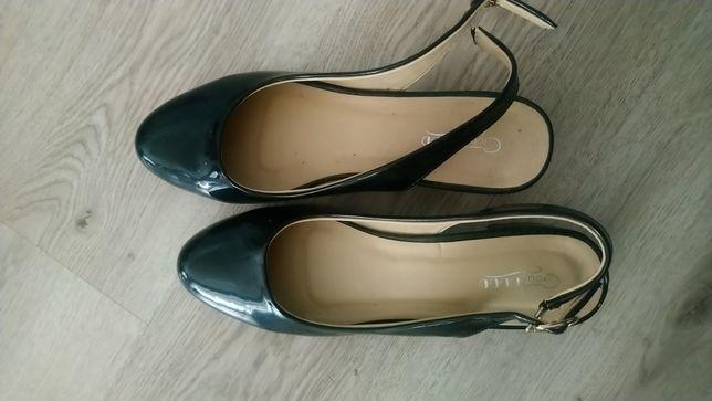 Sandały z zakrytymi palcami