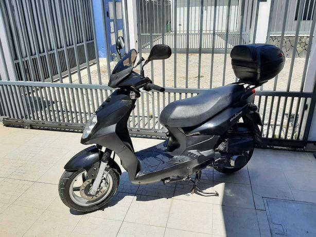 Scooter 125 impecável
