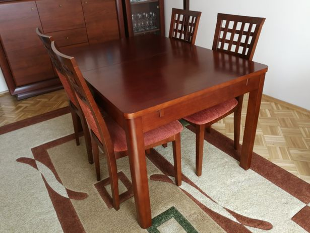 Solidny stół rozkładany do salonu. Producent Marut.
