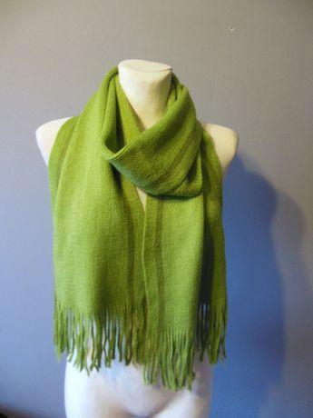 Zielony damski szalik z frędzlami