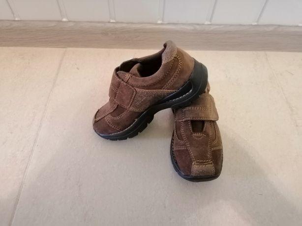 Детские туфли - кроссовки замшевые.