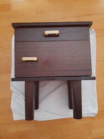Mesa de apoio/mesinha cabeceira muito antiga