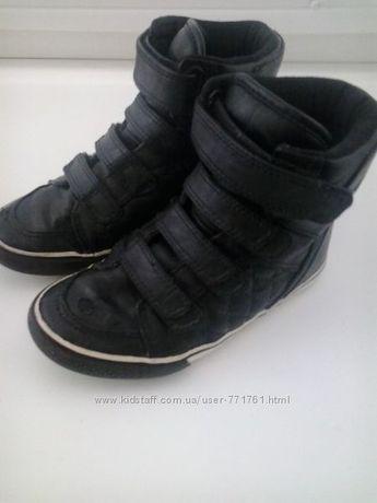 Детские ботиночки для двора