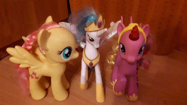 Koniki pony trzy sztuki, świecące i z głosem.