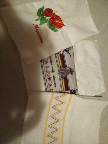 Conjunto de três toalhas cozinha bordadas