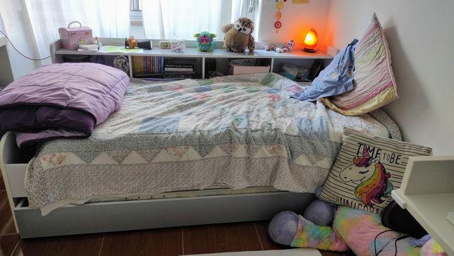 Cama de solteiro com colchões