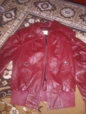 Куртка жіноча шкіряна