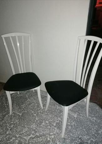 Cadeiras unicas em madeira