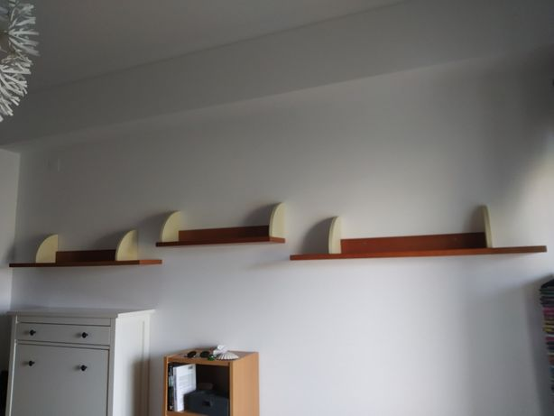 Conjunto de estante e prateleiras