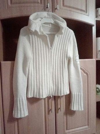 biały sweterek z kapturem roz.S-M