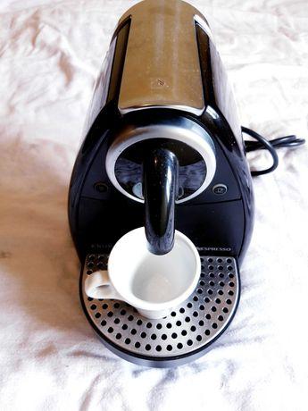 Maquina de cafe Krups nespresso ler discricao .