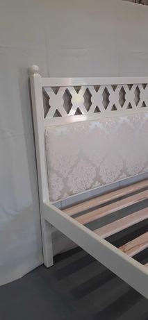 Łóżko metalowe z tapicerką