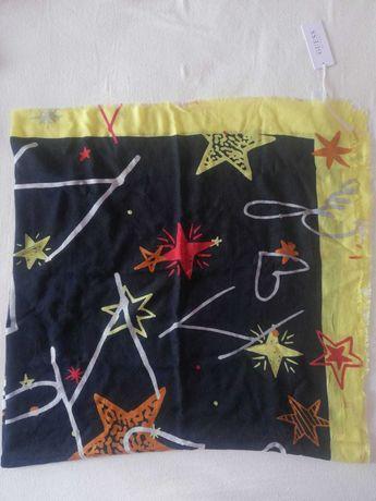 Guess szal chusta 125x125 kolorowy print serca gwiazdy planeta